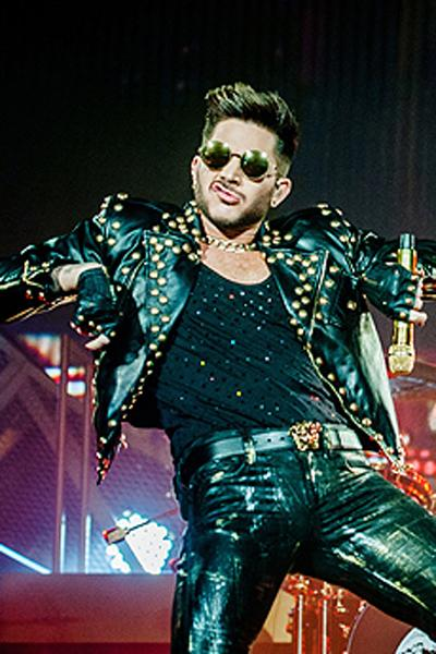 Todo vestido de couro, Adam passa toda personalidade do rock em seu look. Foto: O Estilo