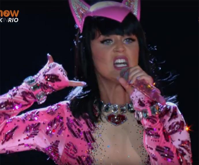 Toda rosa, Katy se veste de gatinha e arrasa com os corações de seus fãso. Foto: Gshow