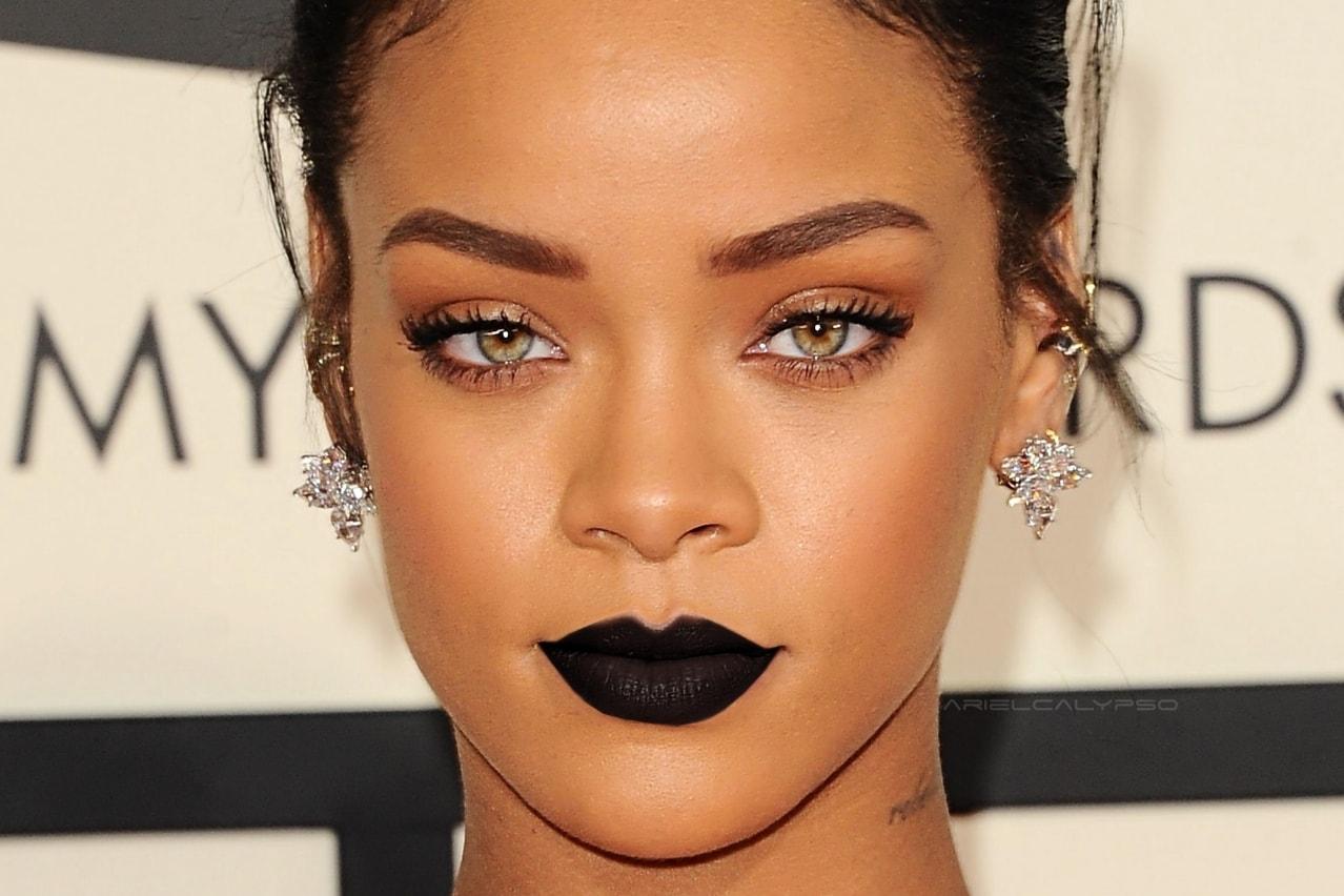Rihanna Batom preto