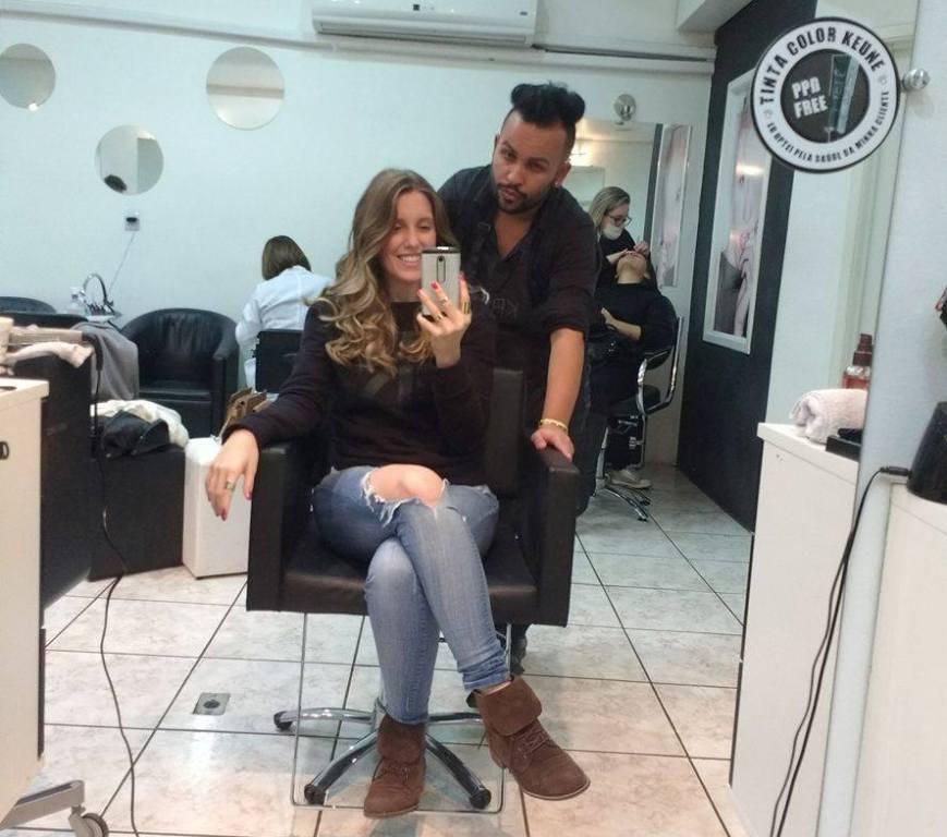 Pâmela Noschang e o cabeleireiro Juliano Peres