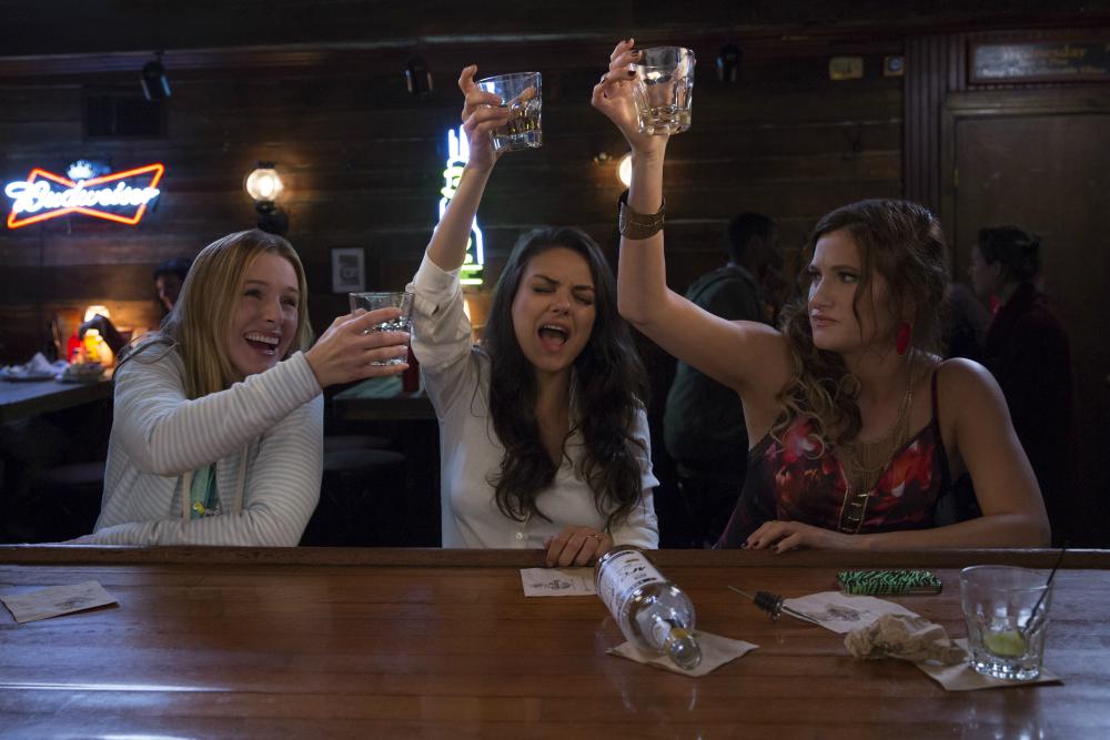 Filme perfeita é a mãe cena do bar