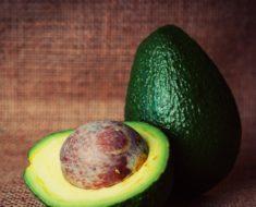 Hidratação com abacate: saiba os benefícios para seu cabelo