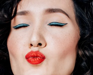 Maquiagem com batom vermelho: como usar a cor nos lábios