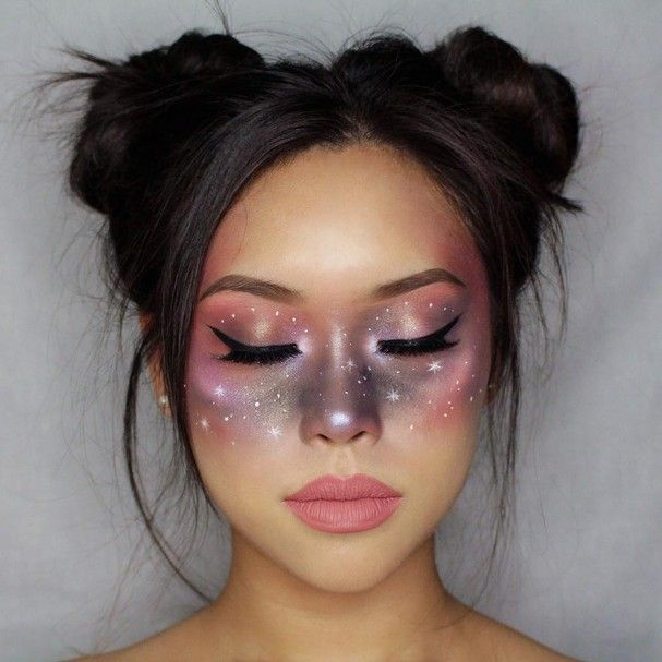 Maquiagem galáxia é febre nas redes e o look perfeito para o Halloween
