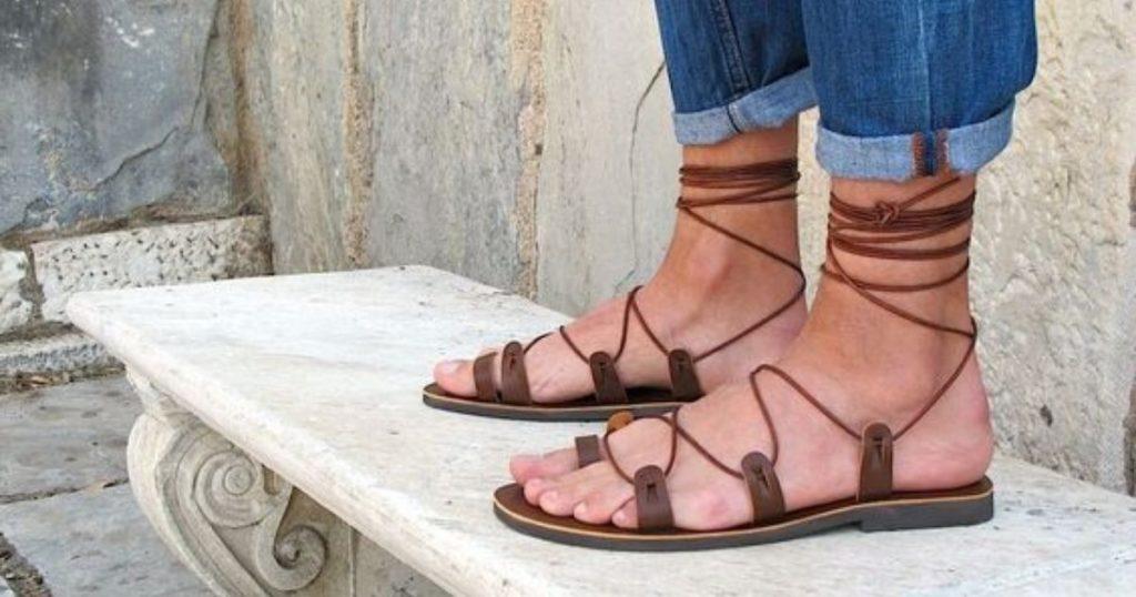 Sandália gladiadora: como usar esse modelo cheio de estilo