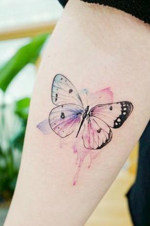 tatuagem aquarela borboleta