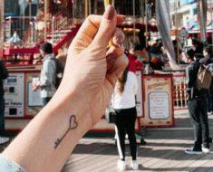 Tatuagem de coração no pulso: 75 ideias incríveis para tatuar agora