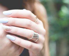 Unhas de fibra de vidro: Confira tudo sobre essa moda