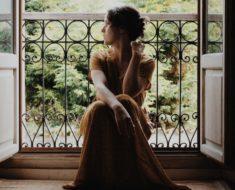 Vestido dourado: inspire se com peças cheias de sofisticação